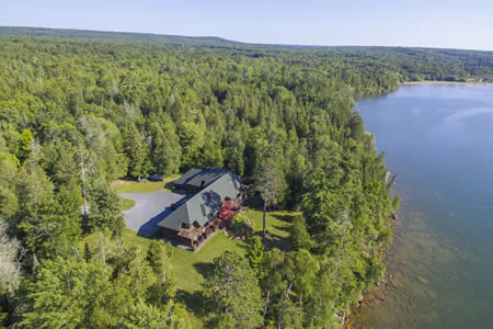 siskiwit-bay-lodge-lakeside-aerial